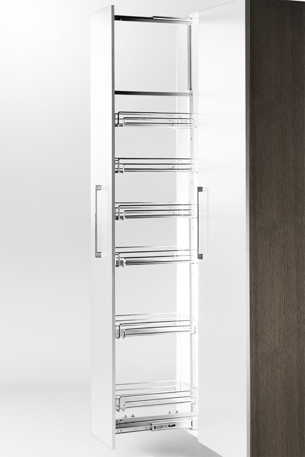 WT pull-out pantry